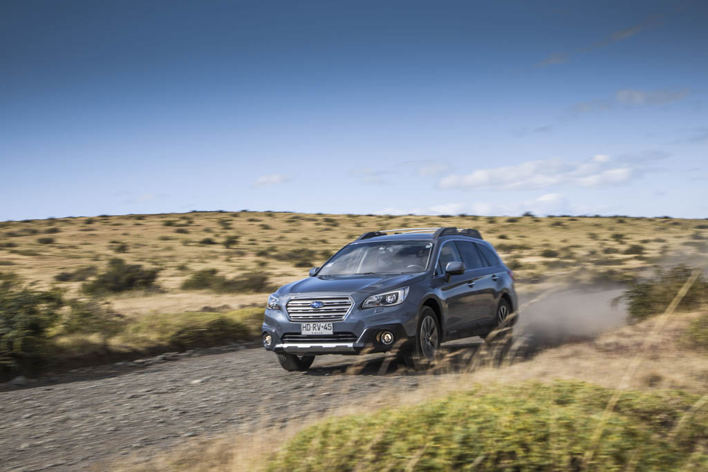 subaru-outback-in-patagonia-front-three-quarter-in-motion-02