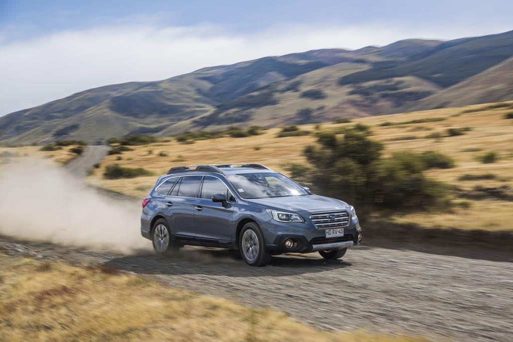 subaru-outback-in-patagonia-front-three-quarter-in-motion-03