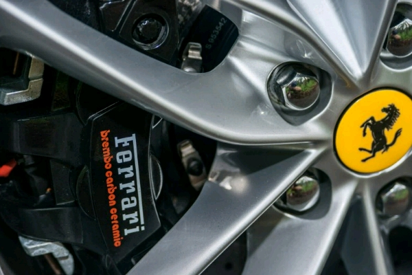 the-brakes-big-brembo-carbon-ceramic-brakes-all-the-way-around-keep-a-car-with-a-205-mph-top-speed-under-control-they-are-astonishingly-effective_crop_600x400