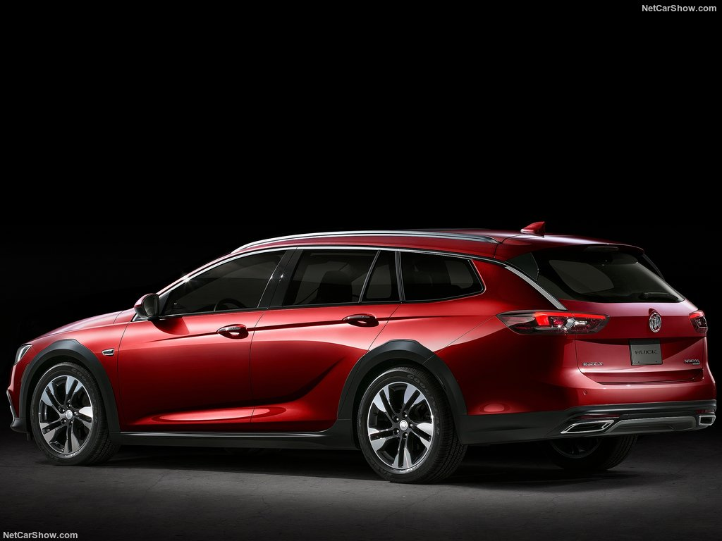 buick-regal-2018-tourx-04